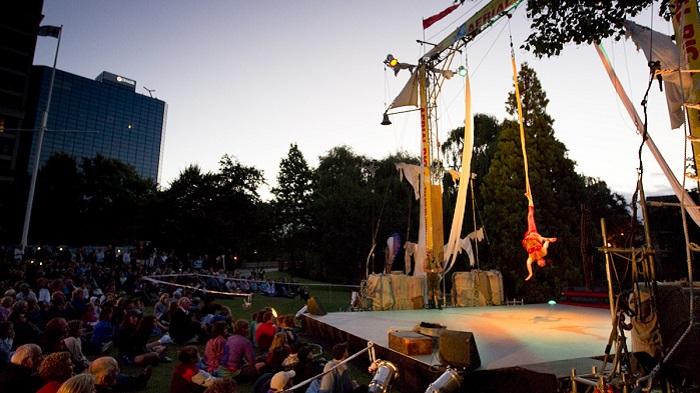 'Buskers Festival in Victoria Square