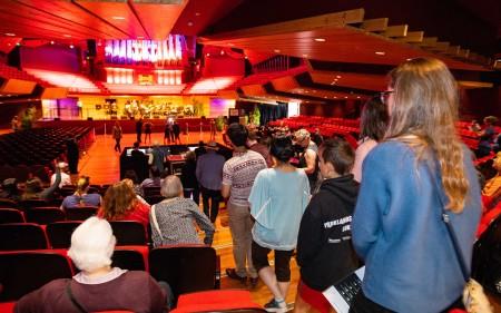 Thousands tour restored Christchurch Town Hall : Christchurch City